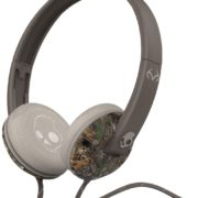 rocking skullcandy headphones